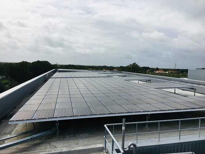 Nettoyage de 27000 m2 de panneaux photovoltaïques - Nantes 0